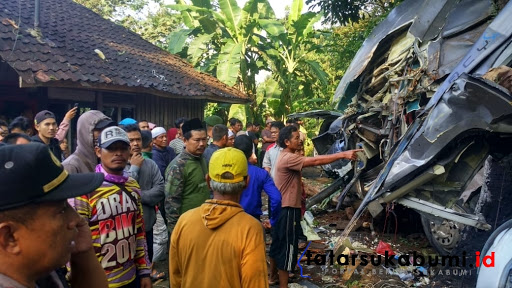 Kecelakaan maut Bus Pariwisata renggut 2 Korban jiwa di Sukabumi // Foto : Rudi Imelda