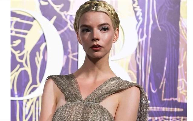 Η Anya Taylor Joy σαν θεά του Ολύμπου στο σόου του Dior στην Αθήνα