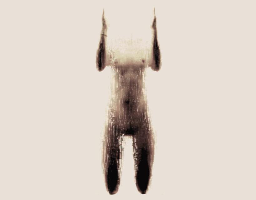 *女性裸體字母剪影:希臘藝術家Anastasia Mastrakouli 解剖人體視覺奧秘! 9