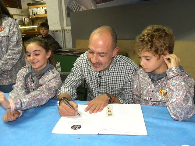 Presentación de bocetos y firma de contratos. Bilbao - Maximiliano Thous