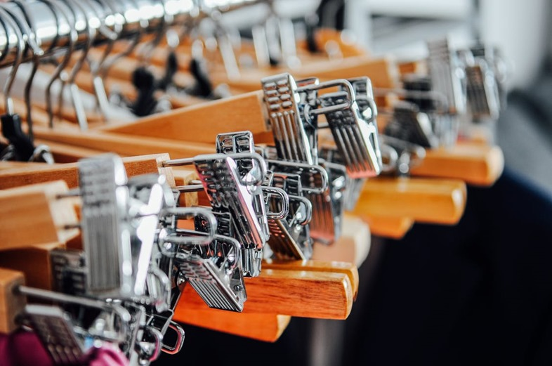 hangers-metal-wood-clothes-80412