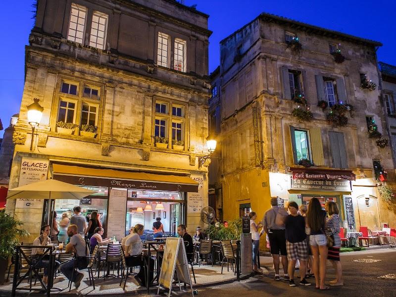 Arles am Abend