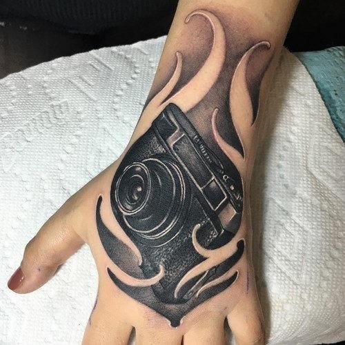 este_impressionante_cmera_de_tatuagem_para_as_mulheres