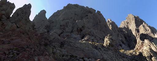 La fin du couloir de Serra Pianella avec la pointe Lejosne tout à droite
