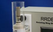 モーター部を180°回転させることにより、電極表面にスピンコートすることができます。