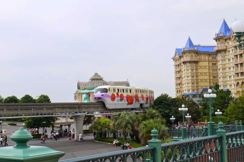 tokyo disneyland train