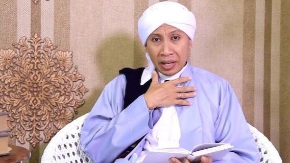 Foto Buya Yahya. Habib Rizieq dan Habib Jindan Itu Diadu Domba, Jangan Kawan Dijadikan Lawan.