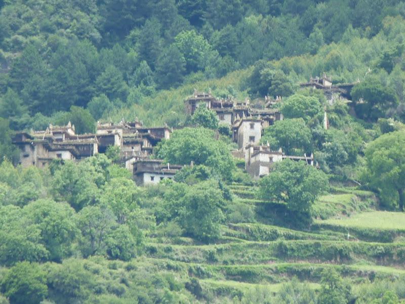 le village,             zoom