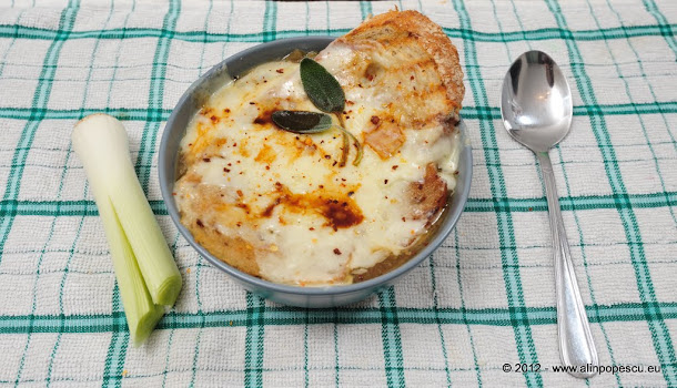Razvan Anton supa de ceapa cu branza gruyere, sos worchester, chilli si salvie