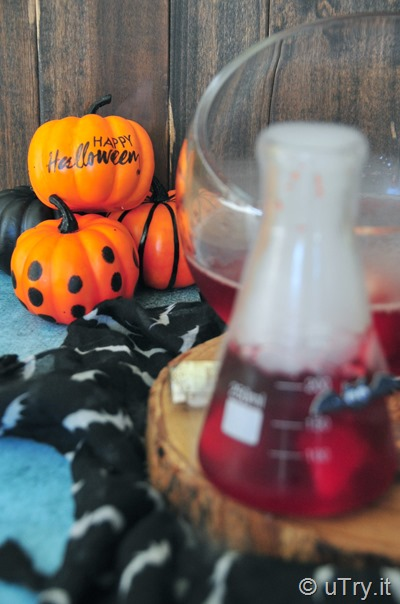 How to Make Creepy Eyeballs Halloween Brew – Kids Friendly Party Recipe 鬼異眼球萬聖節特飲   http://uTry.it