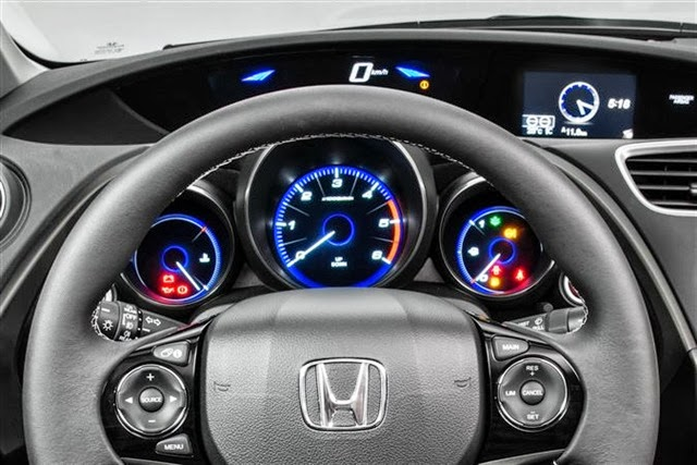 2014-Honda-Civic-Tourer-5