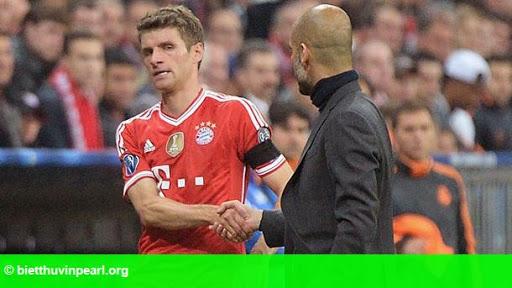 Hình 1: Sang Đức xem giò Muller, M.U đặt giá 30 triệu bảng