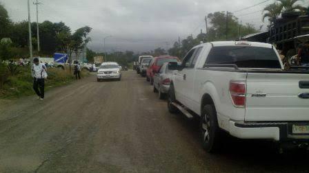 Sujetos armados amarran a conductor y lo despojan de su unidad en el tramo Huxitan-Oxchuc en Chiapas.