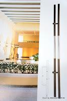裝潢五金 品名:PB2011-對組大把手 長度:1800m/m 中心距:950m/m 材質:白鐵毛絲+咖啡砂 價格:$9600/組 玖品五金