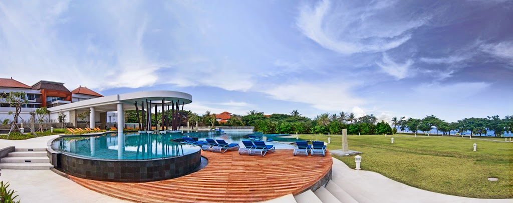 Inaya Putri Bali Main pool