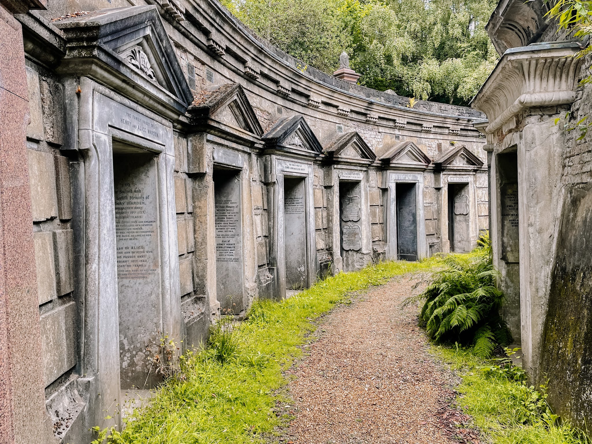 highgate cemetery, beautiful victorian london cemetery