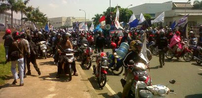 Demo buruh menolak Outsourcing
