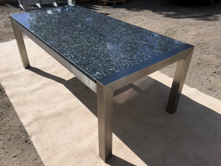 Schreibtisch esstisch wohnzimmertisch mit massiver for Wohnzimmertisch untergestell
