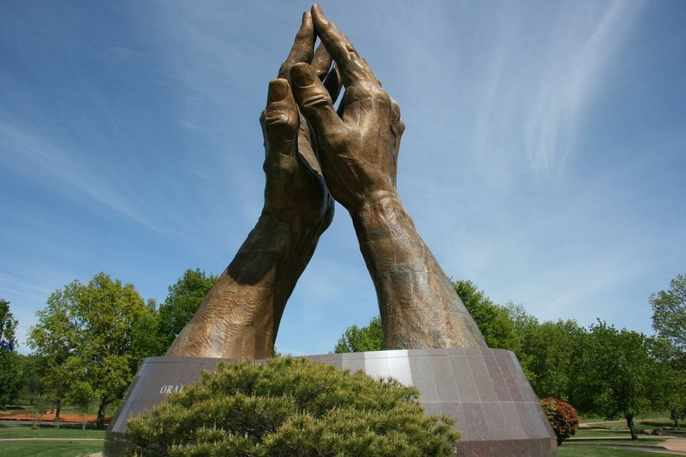 praying-hands-tulsa-1