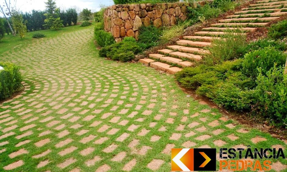 Obra com Paralelepípedo em Sapopema (região) Construído com Mão de Obra da Estância Pedras