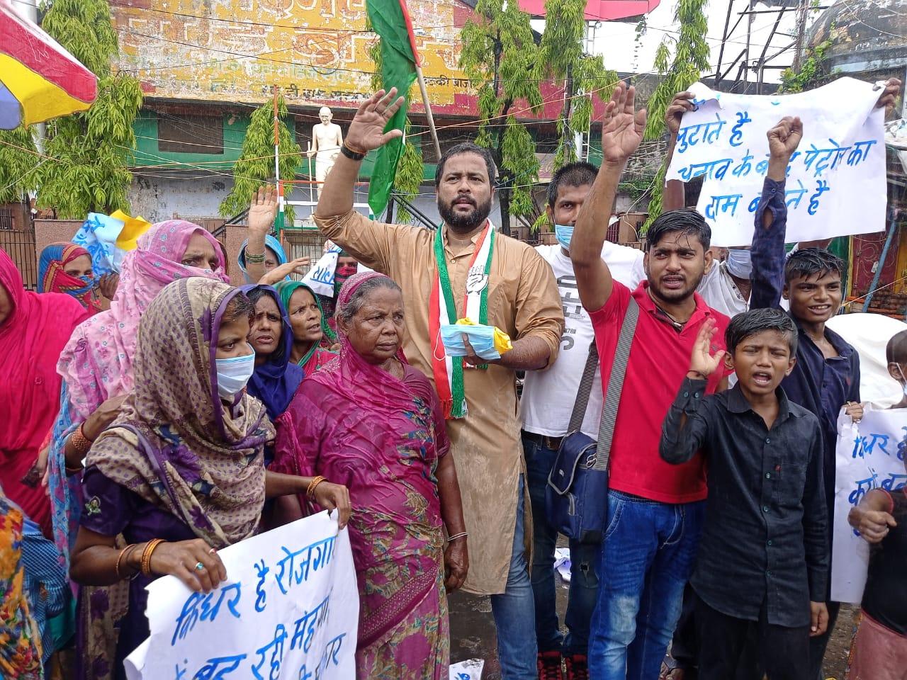 डॉ जमाल हसन के नेतृत्व में सुल्ली डील्स, लिब्रल डॉग, महंगाई और बेरोजगारी के खिलाफ में महिलाओं का आक्रोषपूर्ण जुलूस निकाला।