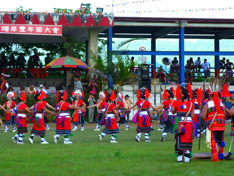 Hualien County. Liku lake. Danses Amis J 2 - liyu%2B2%2B491.JPG