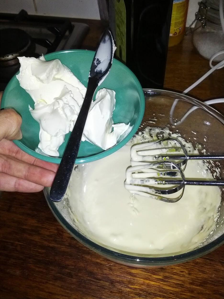 amaretti, mascarpone cheese, mascarpone dessert, mascarpone cream, mascarpone cups, mascarpone amaretti cup.