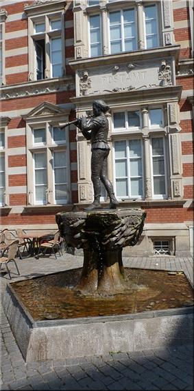 Fuente del Flautista de Hamelín (Hameln) en Osterstraße