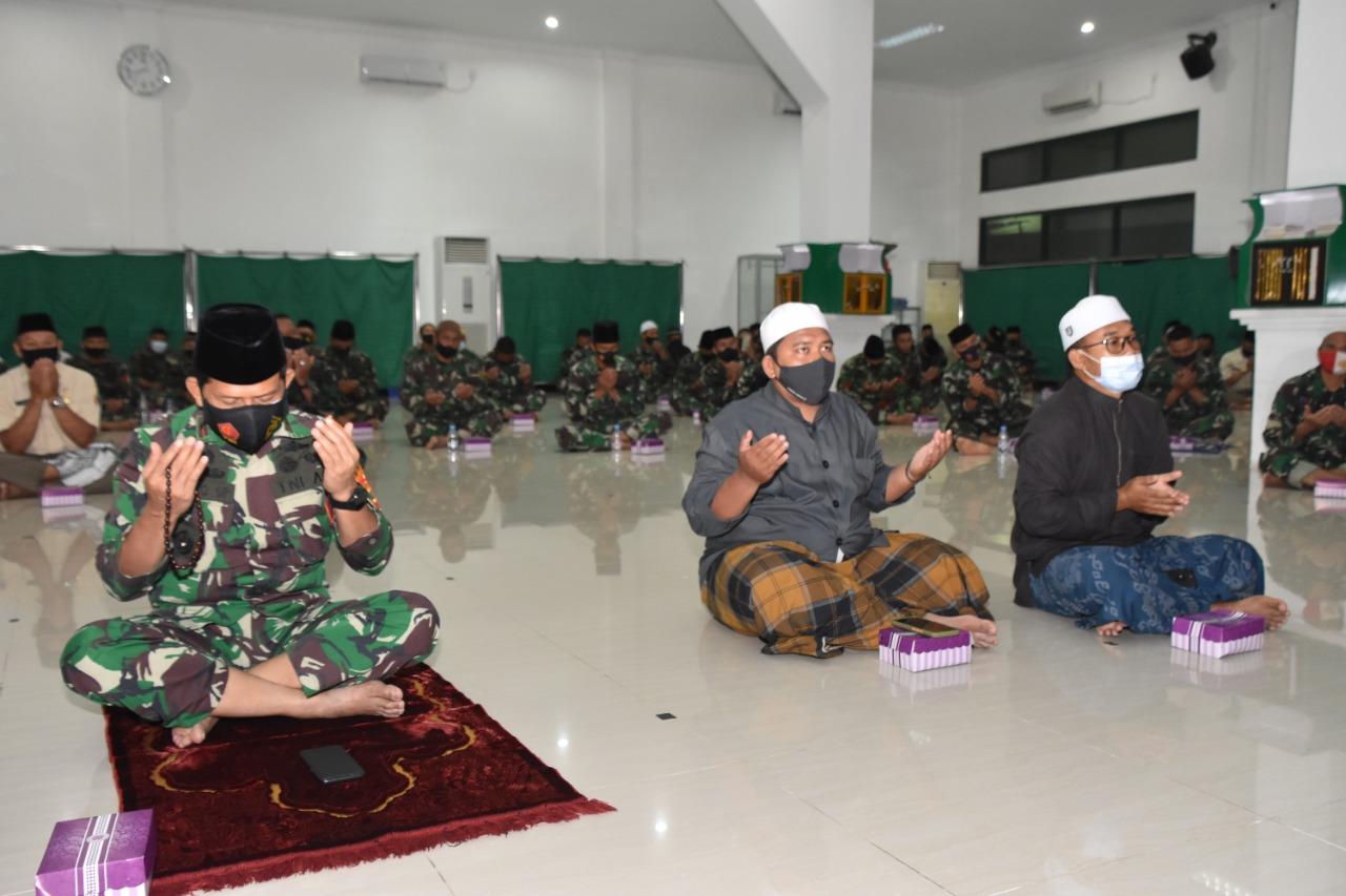 Prajurit Korem 091/ASN Gelar Doa Bersama Di Penghujung Tahun 2020