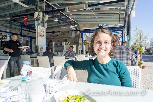 Dost Pide'de yemek yerken, Ilıca Çeşme İzmir