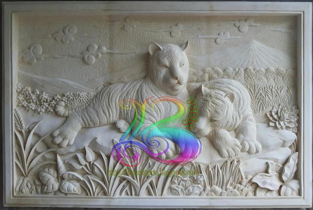 Relief harimau atau macan batu alam