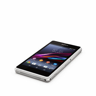 6_Xperia_Z1_Compact_White_Tabletop.jpg