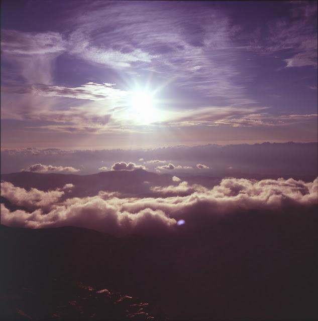 北岳の稜線から夕日