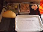 Die Mahlzeit: Thunfischsalat, Lamm mit Reis und Kräcker...war nicht schlecht!
