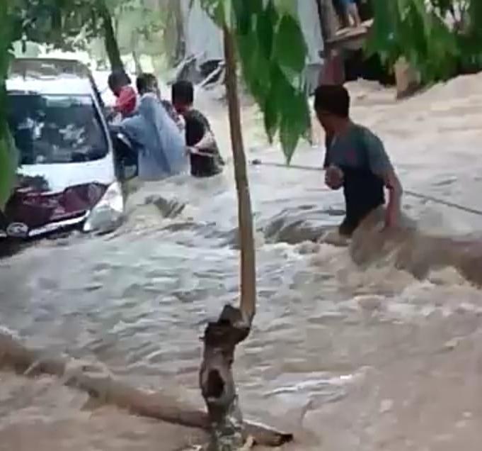 Sungai Bialo Meluap, Bantaeng Dikepung Banjir