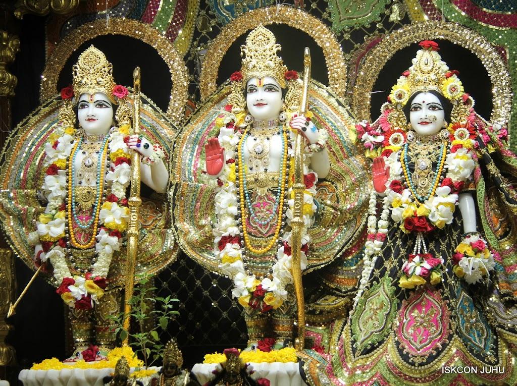 ISKCON Juhu Sringar Deity Darshan on 28th May 2016 (29)