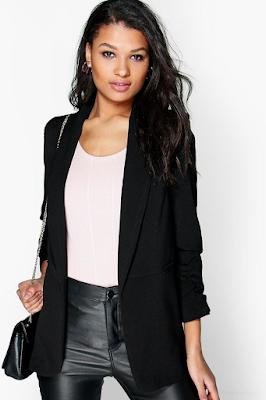 woman wearing an elegant and modern black blazer