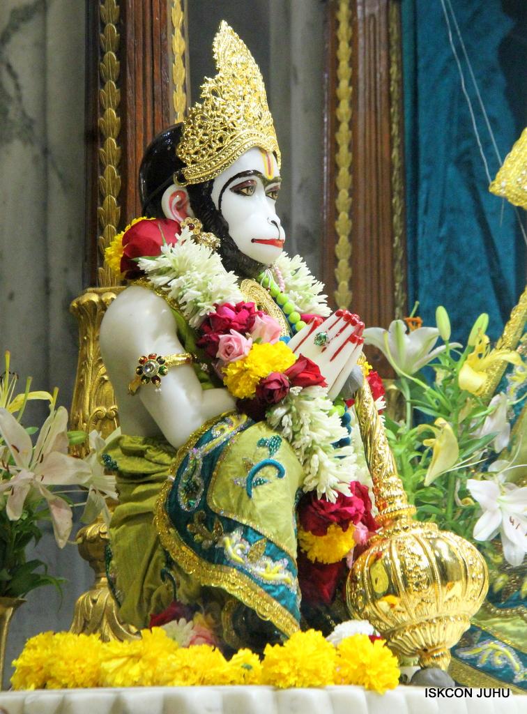 ISKCON Juhu Sringar Deity Darshan on 25th Oct 2016 (22)