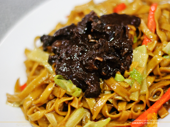 Bicol's Pancit Bato with Dinuguan at Pasig's Pancit Center