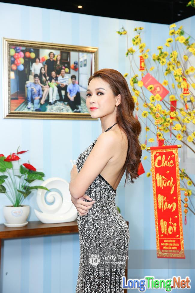 Diện đầm gợi cảm, Sam đụng hàng Hoa hậu Kỳ Duyên, An Nguy - Ảnh 2.