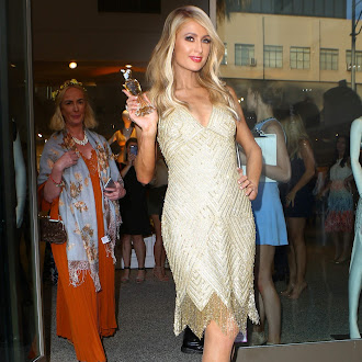 Paris_Hilton_at_her_aunt_Kyle_Richards__boutique_in_Beverly_Hills_June_29-2016_031.jpg