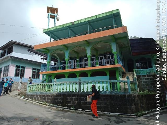 Bersih Mushola Fathul Hidayah, Prampelan, Adipuro, Kaliangkrik, Magelang