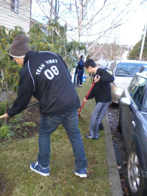 Sunday School - Clean Up Day! - Clean%2BUp%2BDay%2B--%2BDec.%2B19%252C%2B2010%2B004.jpg