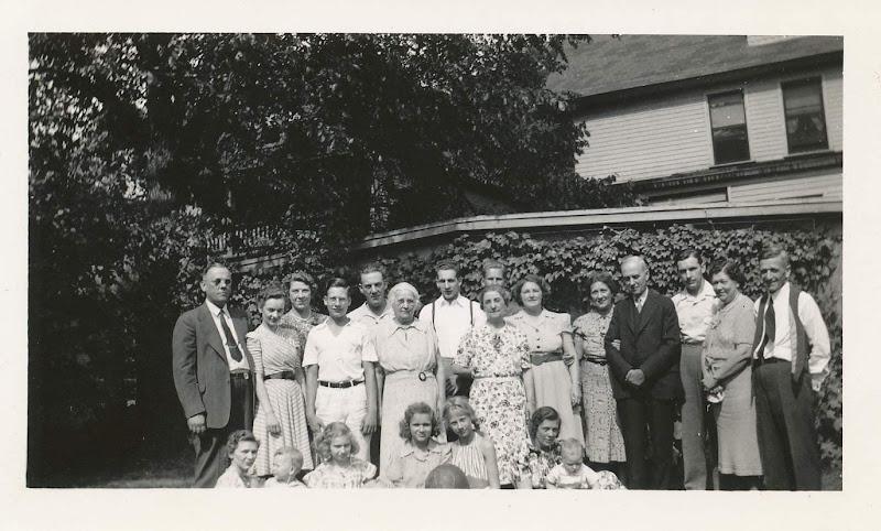 Group photo at Etta's