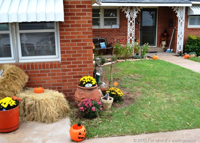 Halloween display that can easily convert to Thanksgiving