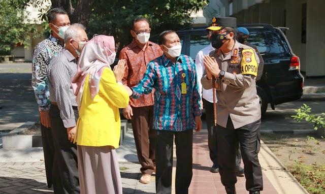 Kapolda Jatim Lakukan Pengecekan Vaksinasi di Ubhara Surabaya