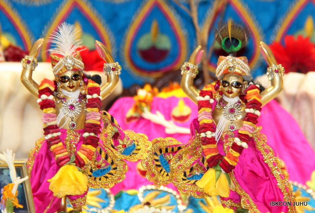 ISKCON Juhu Sringar Deity Darshan on 2nd Oct 2016 (52)