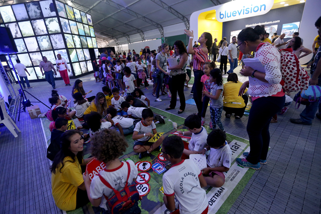 Children play an eductional game at the 8th World Water Forum in Brasilia, 17 March 2018. Photo: World Water Forum