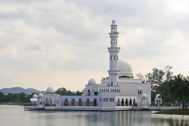 Masjid-Terapung-Tengku-Tengah-Zaharah-Mosque