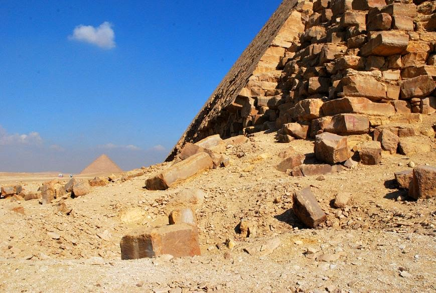 dahshur-bent-pyramid-to-red-pyramid
